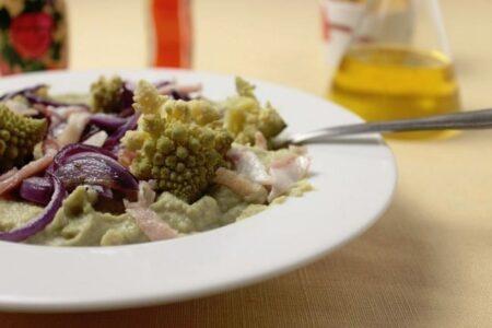 Vellutata di broccoli e guanciale