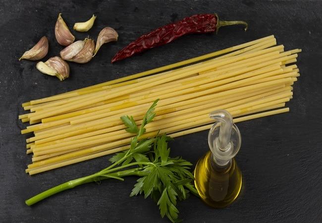 Ingredienti pasta aglio olio e peperoncino