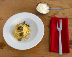 Pasta zucchine romanesche ed anacardi
