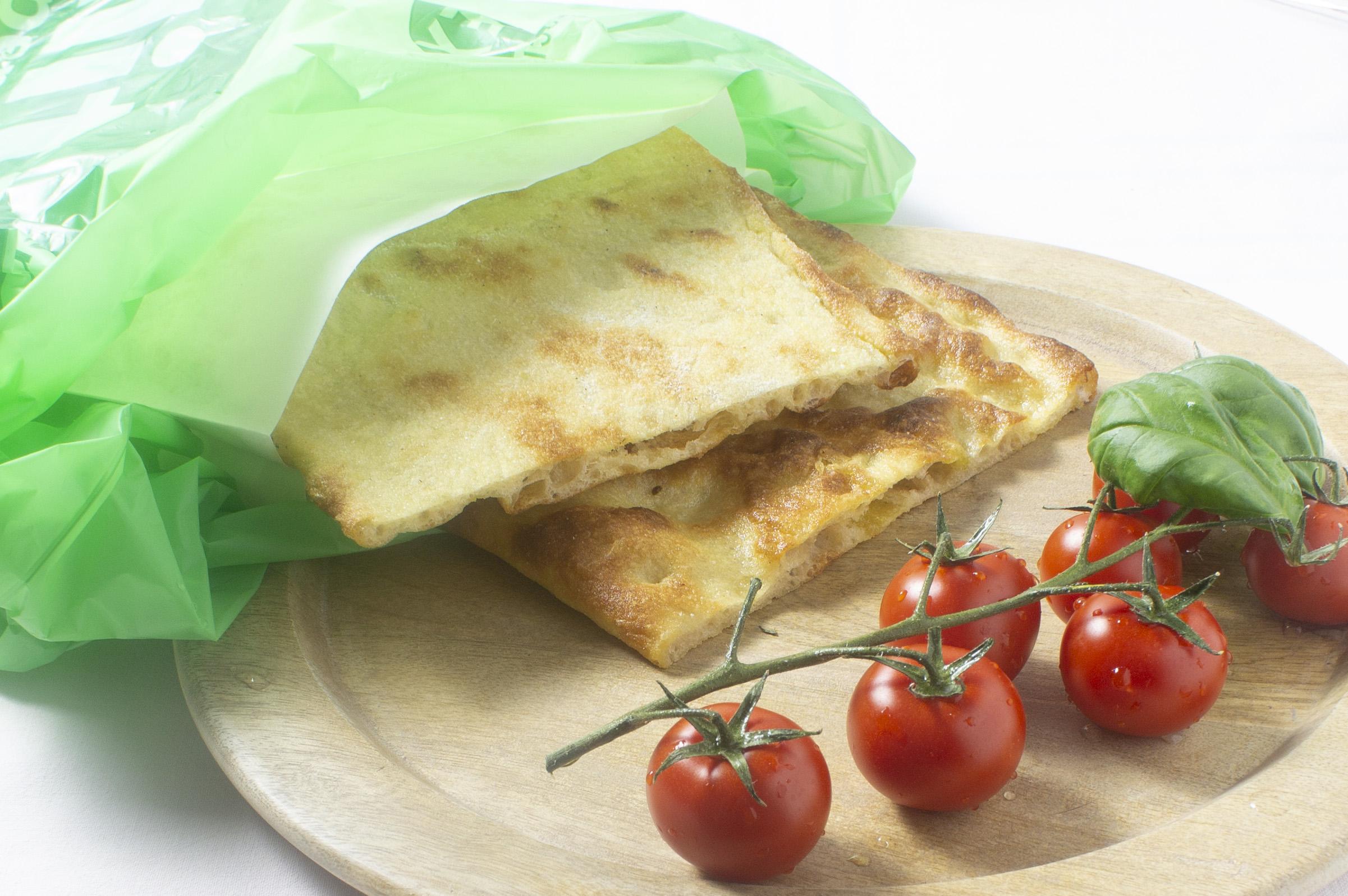 Pinsa con pomodoro e basilico