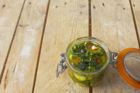 Concia di zucchine nel barattolo