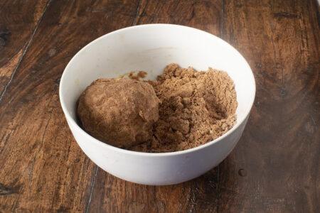 Preparazione pasta frolla al cacao