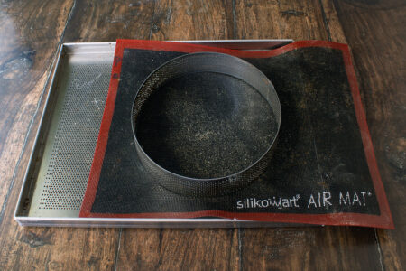 Tappetino, teglia ed anello microforati