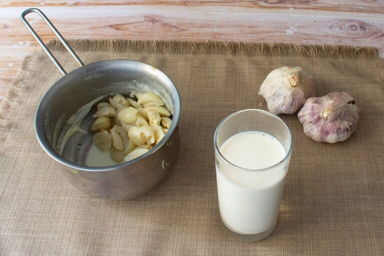Latte all'aglio
