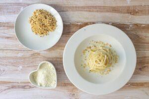 Pasta cacio, pepe, ricotta e noci