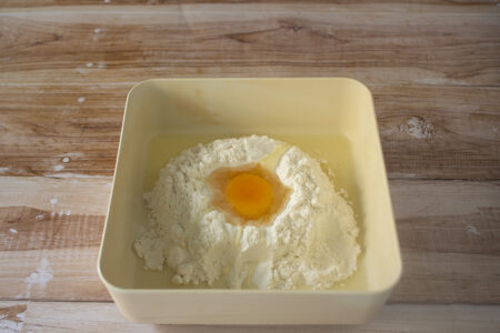 Tecnica della fontana uova e farina
