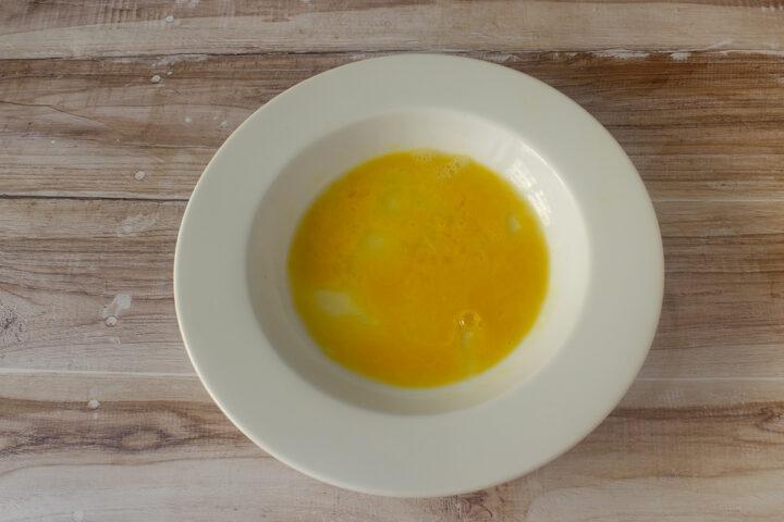 uovo nel piatto